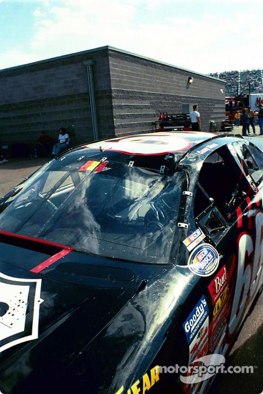 La voiture endommagée de Casey Mears