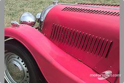 MG hood vents