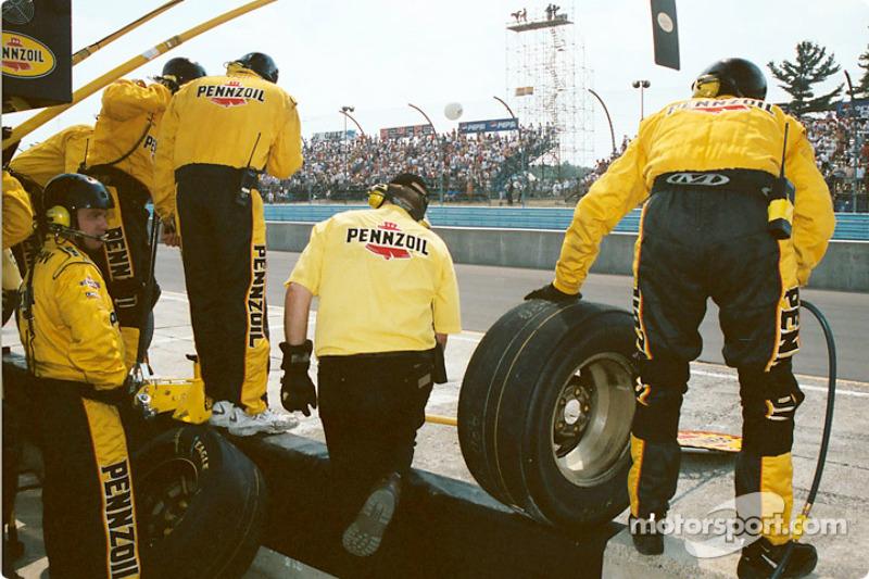 Team Pennzoil se alista para una parada en pits