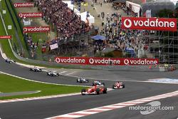Eau Rouge: Michael Schumacher al frente del grupo