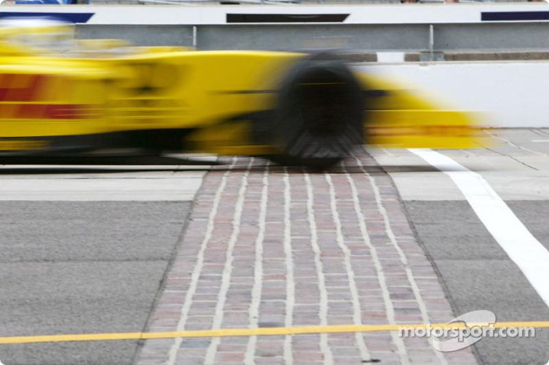 Giancarlo Fisichella cruzando el Brickyard