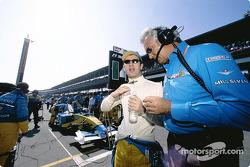 Jarno Trulli and Flavio Briatore on the starting grid