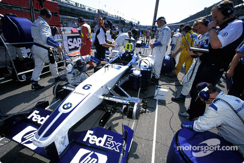 Team Williams-BMW on the starting grid