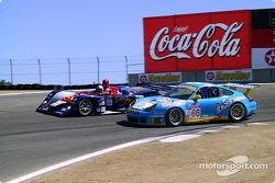 Jon Field passes The Racer's Group Porsche 911 GT3-RS