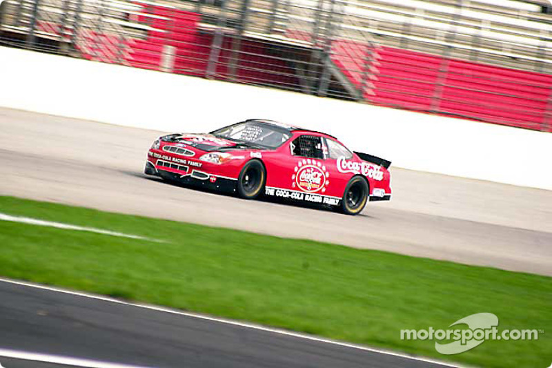 La promoción familiar de Coca-Cola Racing: Kurt Busch y un aficionado a toda velocidad