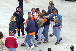 Tony Stewart gets mobbed for autographs