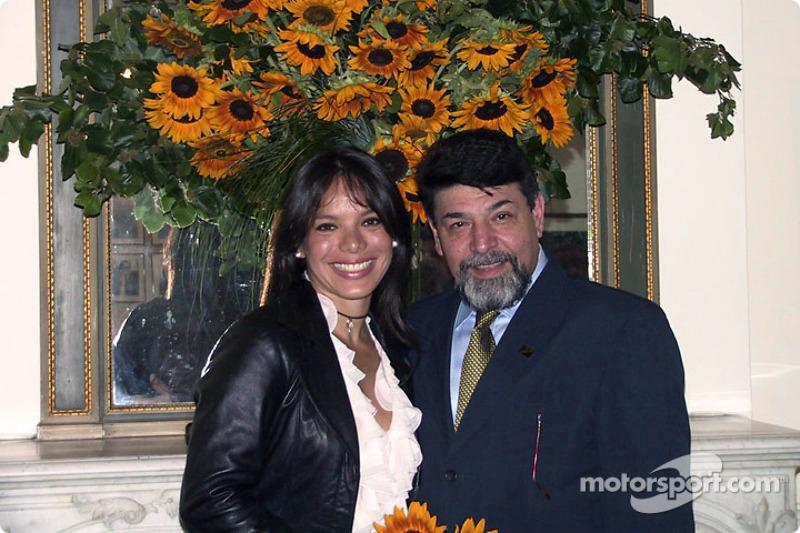 Milka Duno en la Embajada de Venezuela en Franci en París con el Chargé d'Affaires Johnny Marquez