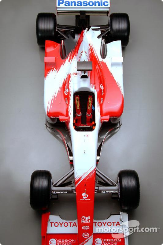 The new 2003 Toyota Racing TF103: studio shoot