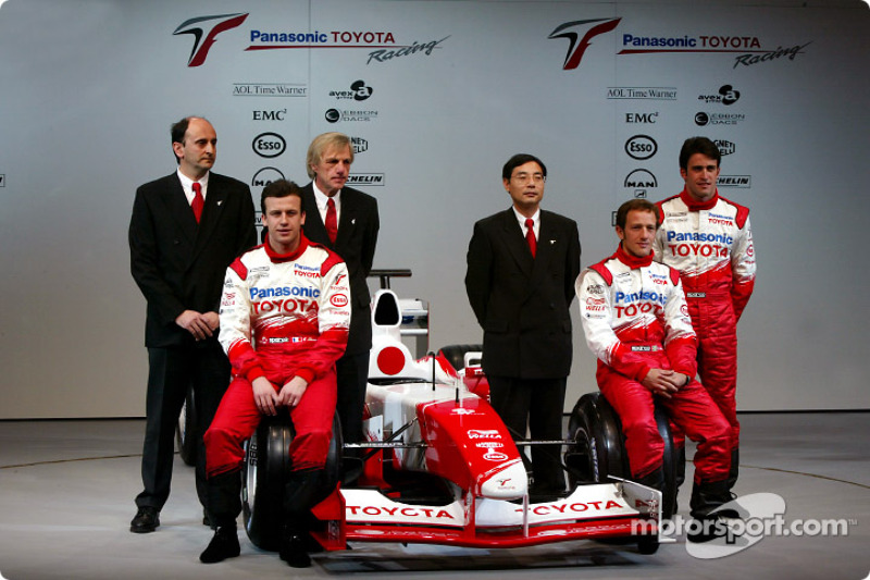 Olivier Panis, Cristiano da Matta and test driver Ricardo Zonta with chief engineer Gustav Brunner,