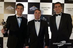 Los jóvenes de la F1, Mark Webber y Justin Wilson posan con el ex piloto de F1, Nigel Mansell