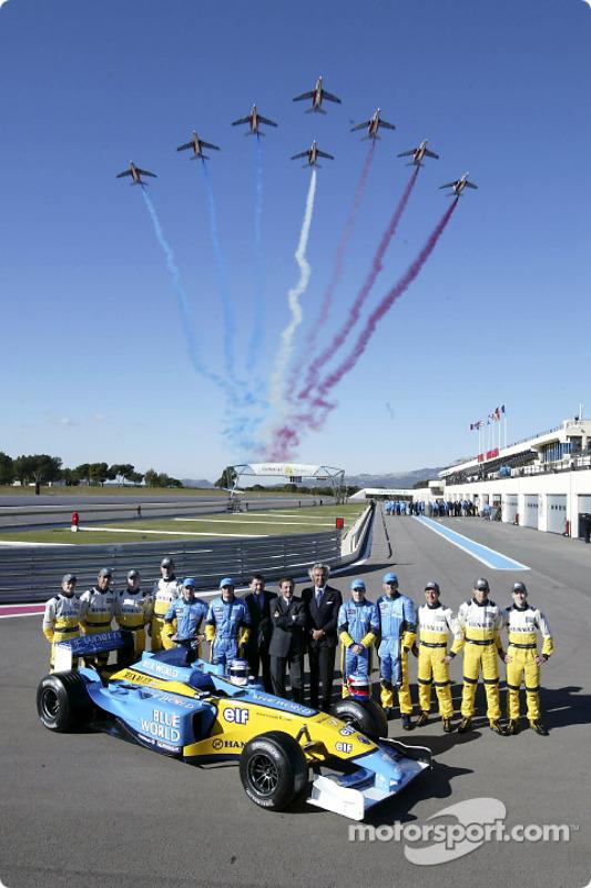 Jarno Trulli, Fernando Alonso, Allan McNish, Franck Montagny, Flavio Briatore, Patrick Faure and a French air force flyover