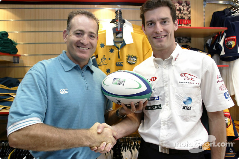Mark Webber meets fellow Australian sporting legend David Compose at his rugby shop in Sydney