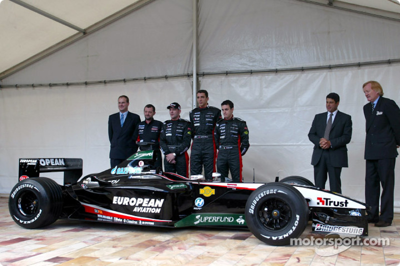 Paul Stoddart, Jos Verstappen, Justin Wilson and Matteo Bobbi with the new Minardi PS03
