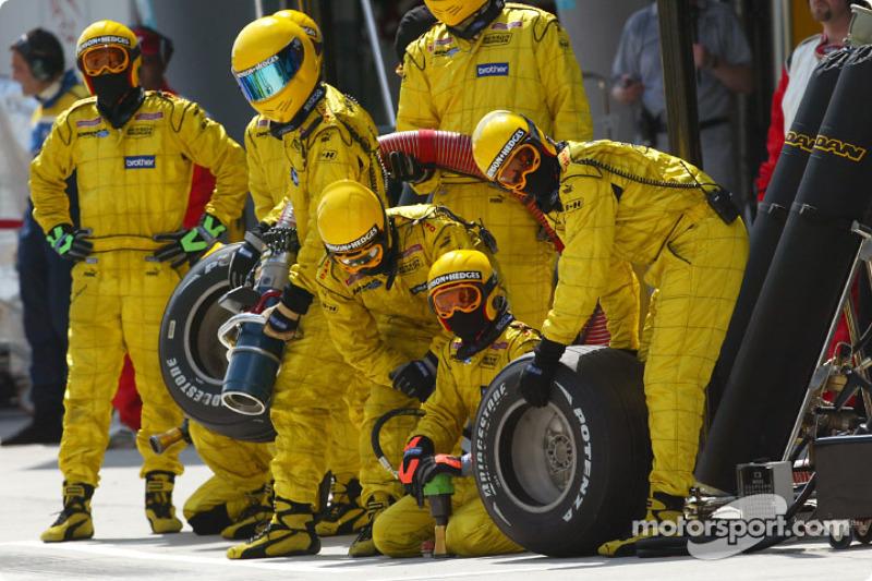 Jordan crew waiting for Ralph Firman
