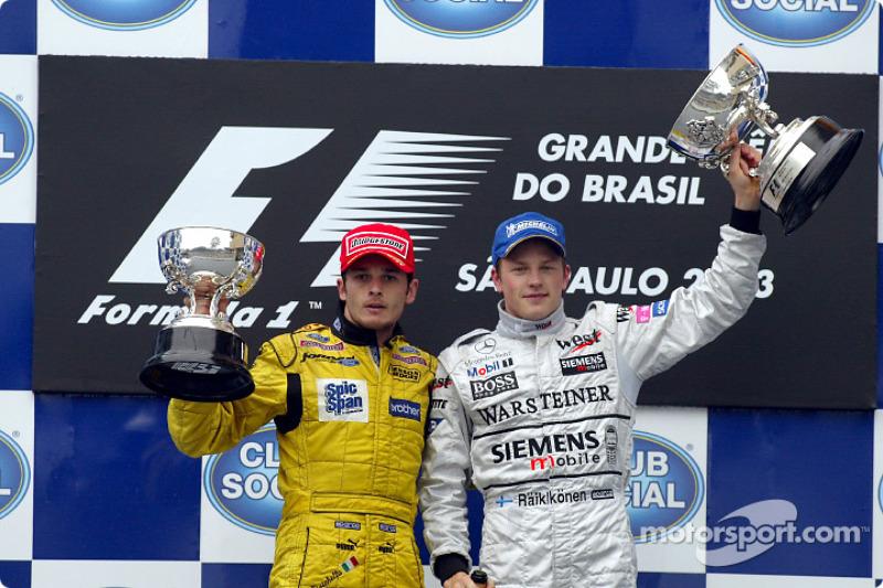 2003 год. Физикелла, получивший кубок за ГП Бразилии на ГП Сан-Марино