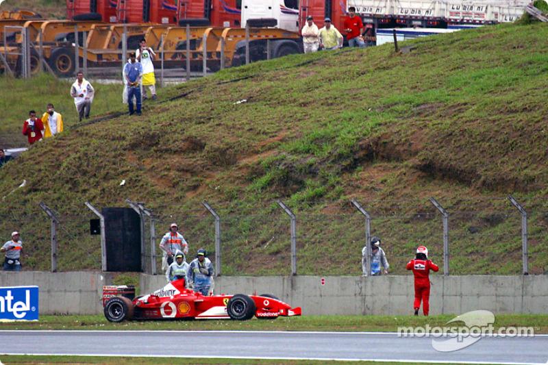 Rubens Barrichello também não teve muita sorte no GP do Brasil. Em 2003, o brasileiro largou da pole, mas abandonou por causa de uma pane seca na volta 47.