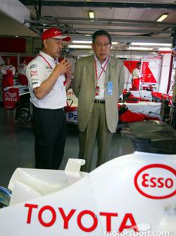 Toshiro Kurusu talks to Hiroshi Okuda