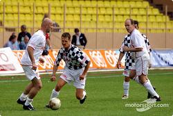 Partido de fútbol en Stade Louis II en Mónaco: Fabien Barthes, Michael Schumacher y Prince Albert