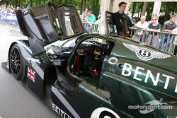 #8 Team Bentley Bentley Speed 8 at stage 1