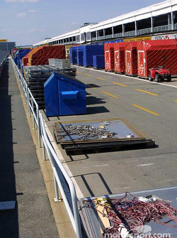 F1 material on pitlane