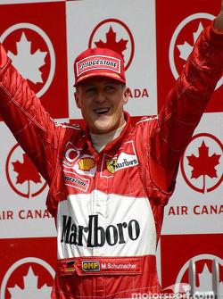 Podium : le vainqueur Michael Schumacher