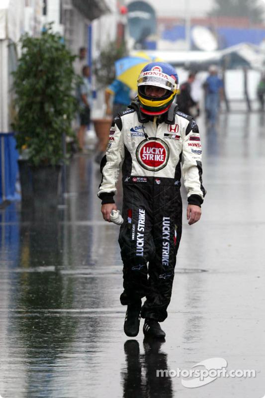 Jacques Villeneuve attrapé par la pluie