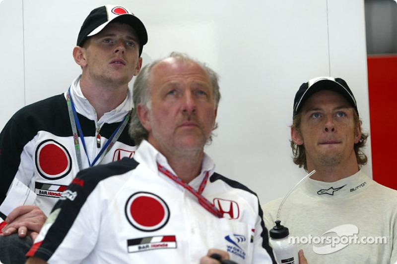 Anthony Davidson, David Richards y Jenson Button