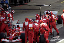 Rubens Barrichello and Michael Schumacher in the pit