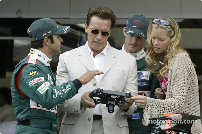 Antonio Pizzonia y Mark Webber con Terminator 3 co-stars Kristanna Loken y Arnold Schwarzenegger