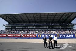 Lotería de dibujo de un Smart frente a la tribuna de Mercedes