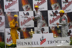 Podium: champagne for race winner Laurent Aiello, Christijan Albers and Bernd Schneider