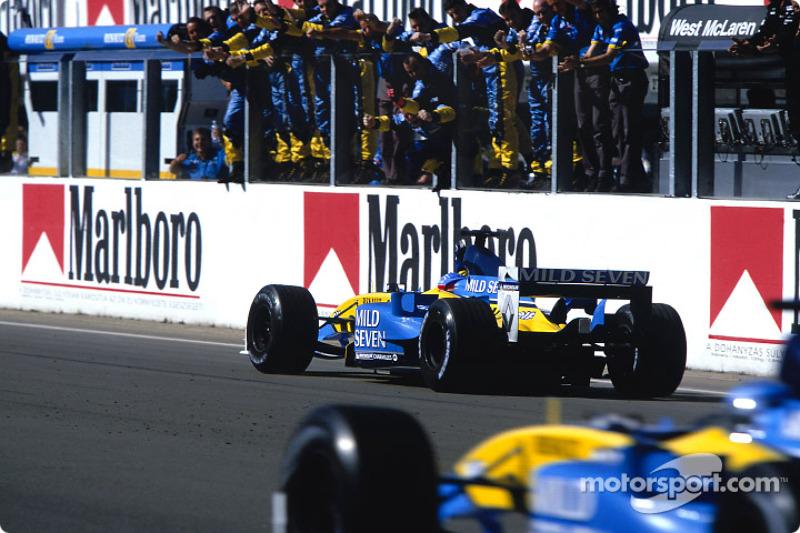 El ganador Fernando Alonso celebra