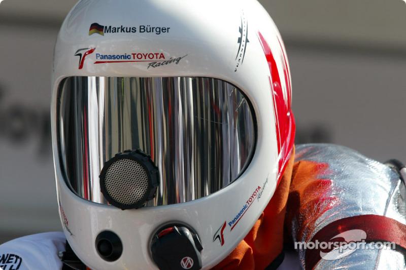 Miembro del equipo de Toyota para práctica de pitstop