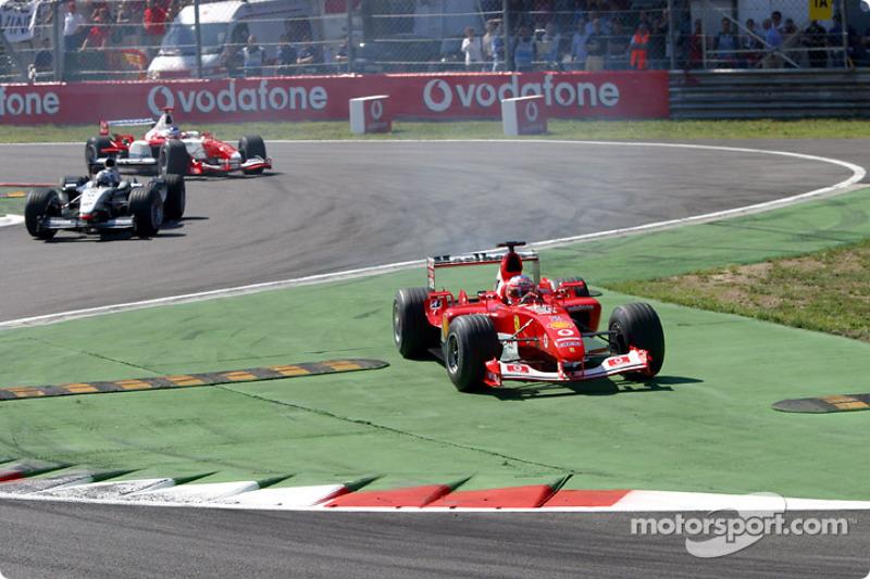 Primera vuelta: Rubens Barrichello corta la chicane