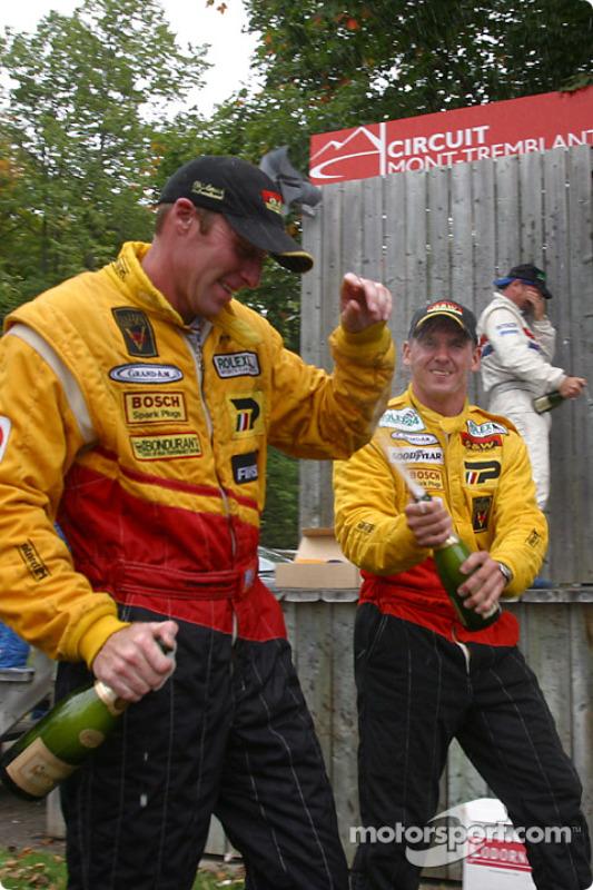 Douche de champagne pour Darren Law et Andy Lally
