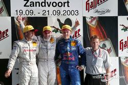 Podium : le vainqueur Christijan Albers, Bernd Schneider et Mattias Ekström