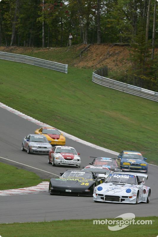 Départ : #38 Georgian Bay Motorsports Corvette: Jim Holton, Ted Martin, Stuart Hayner, et #01 D.L.G.L. Racing Porsche GT3 Cup: Jacques Guénette Sr., Hugo Guénette, Jean-François Dumoulin