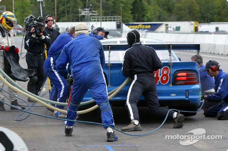 Arrêt au stand pour la #48 Heritage Motorsports Mustang de Tommy Riggins, David Machavern et João Barbosa