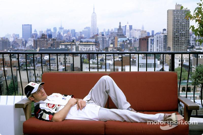 Jacques Villeneuve se relaja en un loft de Nueva York