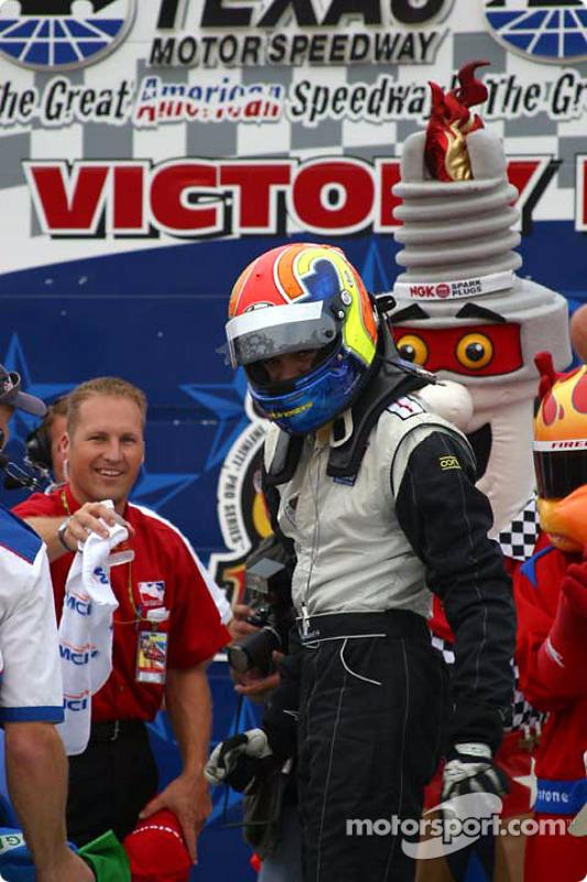 Thiago Medeiros arrive sur la victory lane
