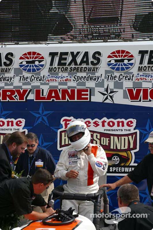 Pancho Carter sur la victory lane