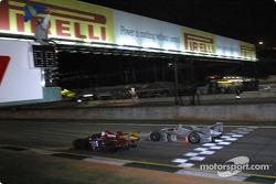 #64 Downing-Atlanta Welter Racing Mazda: Jim Downing, Howard Katz, Yojiro Terado, et #1 Infineon Team Joest Audi R8: Frank Biela, Marco Werner