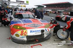 Pitstop for #86 Larbre Competition Chrysler Viper GTSR: Christophe Bouchut, Vincent Vosse, Sébastien Dumez