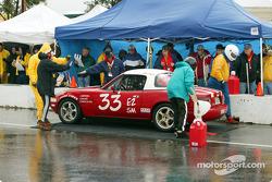 La n°32 du YMW Racing s'arrête aux stands