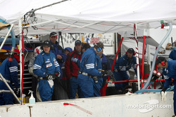 Arrêt aux stands pour la n°64 du Glenn Yee Motorsports : Geoff Escalette, Mike Lewis, Dave Royce, Kim Wolfkill, Craig Stanton, John Stott, Brian Cunningham, Hugh Plumb
