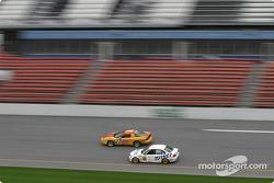 La Firebird n°46 du Michael Baughman Racing (Brad Jaeger, Peter Argetsinger) et la BMW 330i n°97 du Turner Motorsport (James Sofronas, Steve Pfeffer)