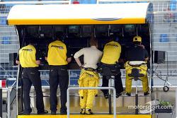 Nick Heidfeld et Giorgio Pantano sur le muret des stands