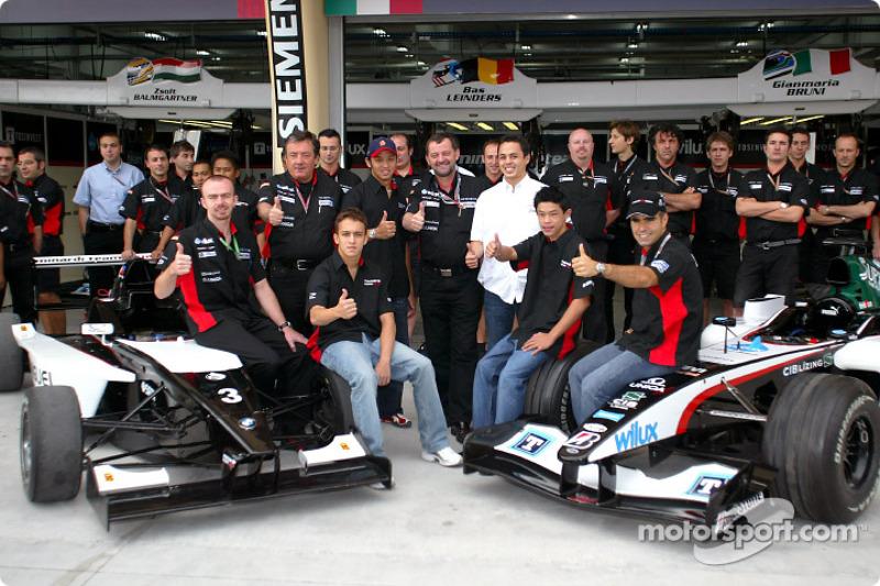 Команда Minardi разом із пілотами Minardi Team Asia з Формули BMW