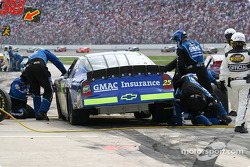 Brian Vickers crew work on front end damage