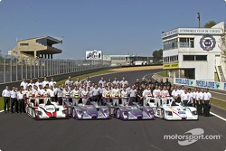 Family picture for the three Audi teams and their drivers